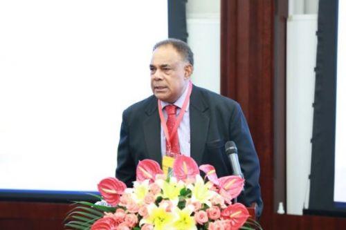 学员代表斐济国有控股有限公司董事萨基乌萨•莱伊沃斯发言