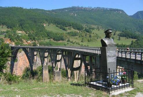 黑山概况,黑山人口、面积、重要节日一览
