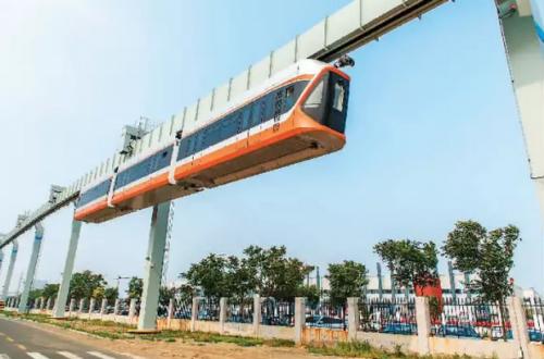 7月20日,国内最高速的悬挂式单轨列车在中车公司下线,进入型式试验和试运行阶段
