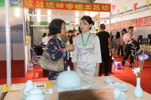 来自全国14个省份的参展商参加首届中国绿色产业博览会。