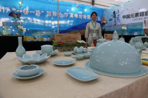 来自全国14个省份的参展商参加首届中国绿色产业博览会。111