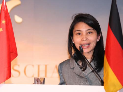 中国驻杜塞尔多夫总领事馆副总领事陶莉莉致辞。