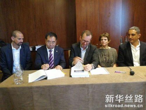 11月13日,北京建工集团与以色列卡拉索房地产开发公司在以色列特拉维夫签署住宅建设项目施工总承包合同。新华社记者陈文仙 摄
