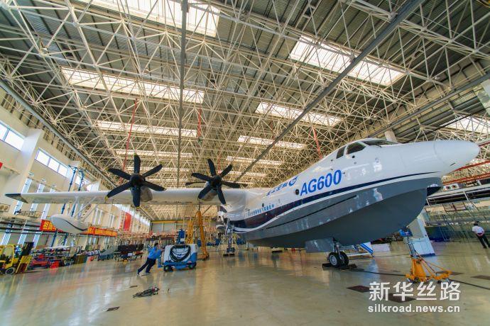 """图为中国航空工业通飞正在研发的大型灭火 水上救援水陆两栖飞机""""蛟龙 600"""""""