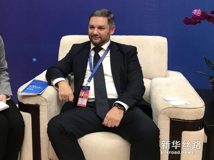 图为俄罗斯国家报业《劳动报》第一副总编辑亚历山大·索科洛夫正在接受记者采访