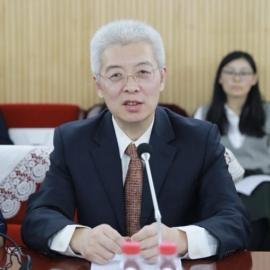新华社首席分析师陆晓明主持本次发布会
