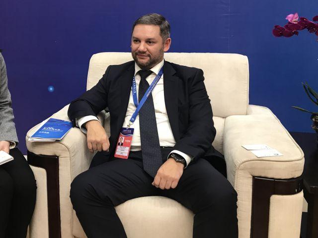 俄罗斯国家报业《劳动报》第一副总编辑亚历山大·索科洛夫接受记者采访