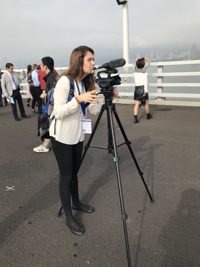 西班牙埃菲社记者德拉论坛期间在港珠澳大桥采访