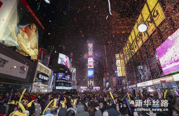 纽约时报广场跨年倒计时活动现场(新华社记者 王迎摄)