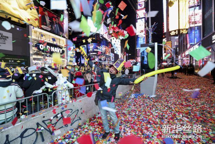 纽约时报广场跨年倒计时活动现场 (新华社记者 王迎摄)