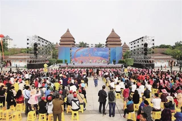 12月25日,保亭黎族苗族自治县举办自治县成立30周年纪念活动    黄青文 摄.webp