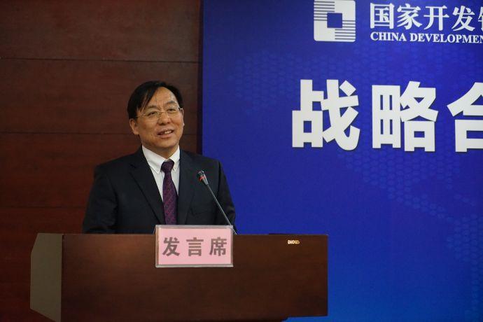 中国邮政储蓄银行股份有限公司海南省分行行长李斌发言。曾文君 摄