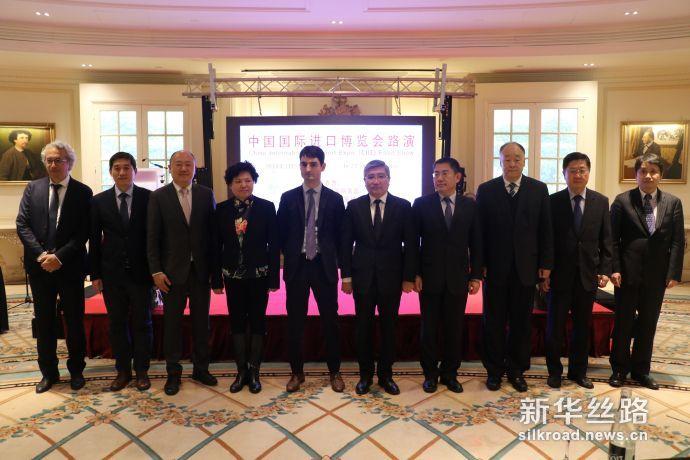 图为出席中国国际进口博览会巴黎专场推介会的中、法方代表合影(记者徐甜 摄)