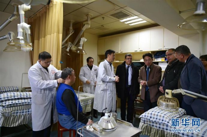 突尼斯卫生部门官员访问江西考察中医药行业33