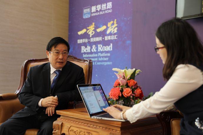 微信图片图为亚洲金融合作协会秘书长杨再平接受新华丝路记者采访 毛丽丽摄