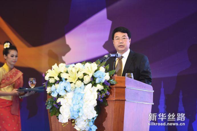 中国电建集团海外投资有限公司副总经理俞祥荣发布《中国电建老挝可持续发展报告》/新华社秦晴摄