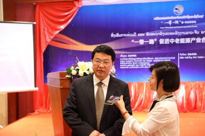 中国电建集团海外投资有限公司副总经理俞祥荣接受新华丝路记者采访(新华社 汪慕涵摄)