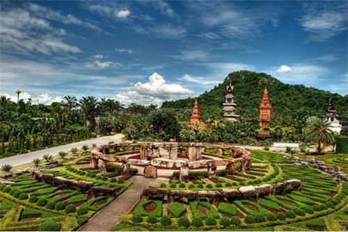 """丝路旅游 旅游攻略  七珍佛山又称""""七珍金佛山"""",与九世皇庙相邻."""