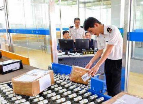 2月份中国跨境快件增长逾六成