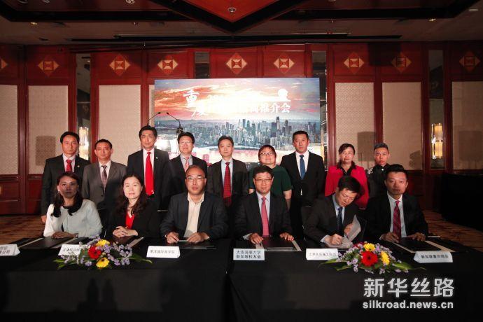 江津区政府代表与新加坡企业和商会代表签约
