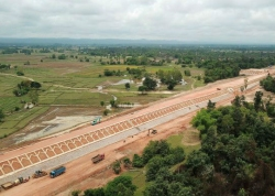建设中的中老铁路全线最长桥——楠科内河特大桥