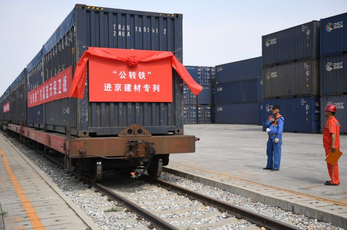 北京公路转铁路进京建材专列
