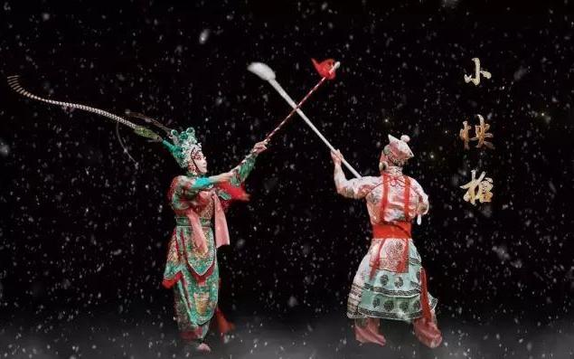全息京剧,在老戏台中嵌入全息技术,将虚拟戏剧人物投射在戏台上,等比修复和还原中国的传统文化。