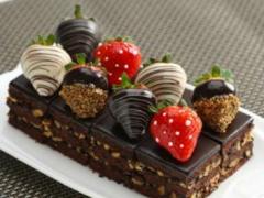 美味的午后甜点,草莓巧克力蛋糕