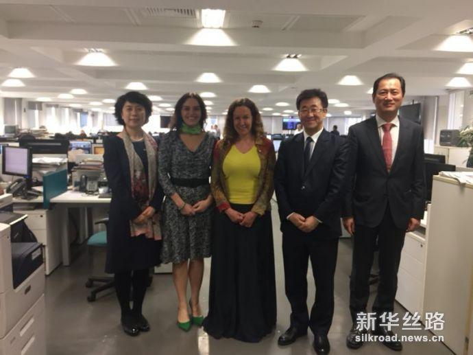 新华社代表团与巴西《经济价值报》会见并合影