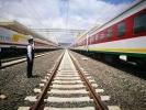 在距离北京一万多公里的东非高原,司机冉维康、副司机史昂昂驾驶一列旅客列车驰骋在亚吉铁路上,他们来自中铁十六局铁运公司,这家中国企业正在帮助运营非洲大陆上第一条跨