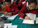 """来自国内多个地区的2000多名中学英语老师14日在珠海见识了一个""""新课堂"""":在创新模式下,借助""""互联网+"""",现实课堂和虚拟课堂相互交融,课上与课下的间隔显著消减,中学英"""