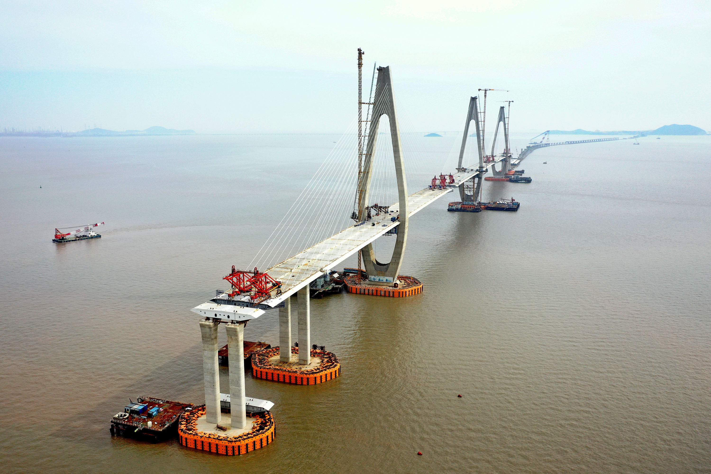 新华社照片,舟山(浙江),2020年6月3日 6月2日拍摄的在建中的舟岱大桥项目主通航孔桥(无人机照片)。 新华社发(姚峰 摄)