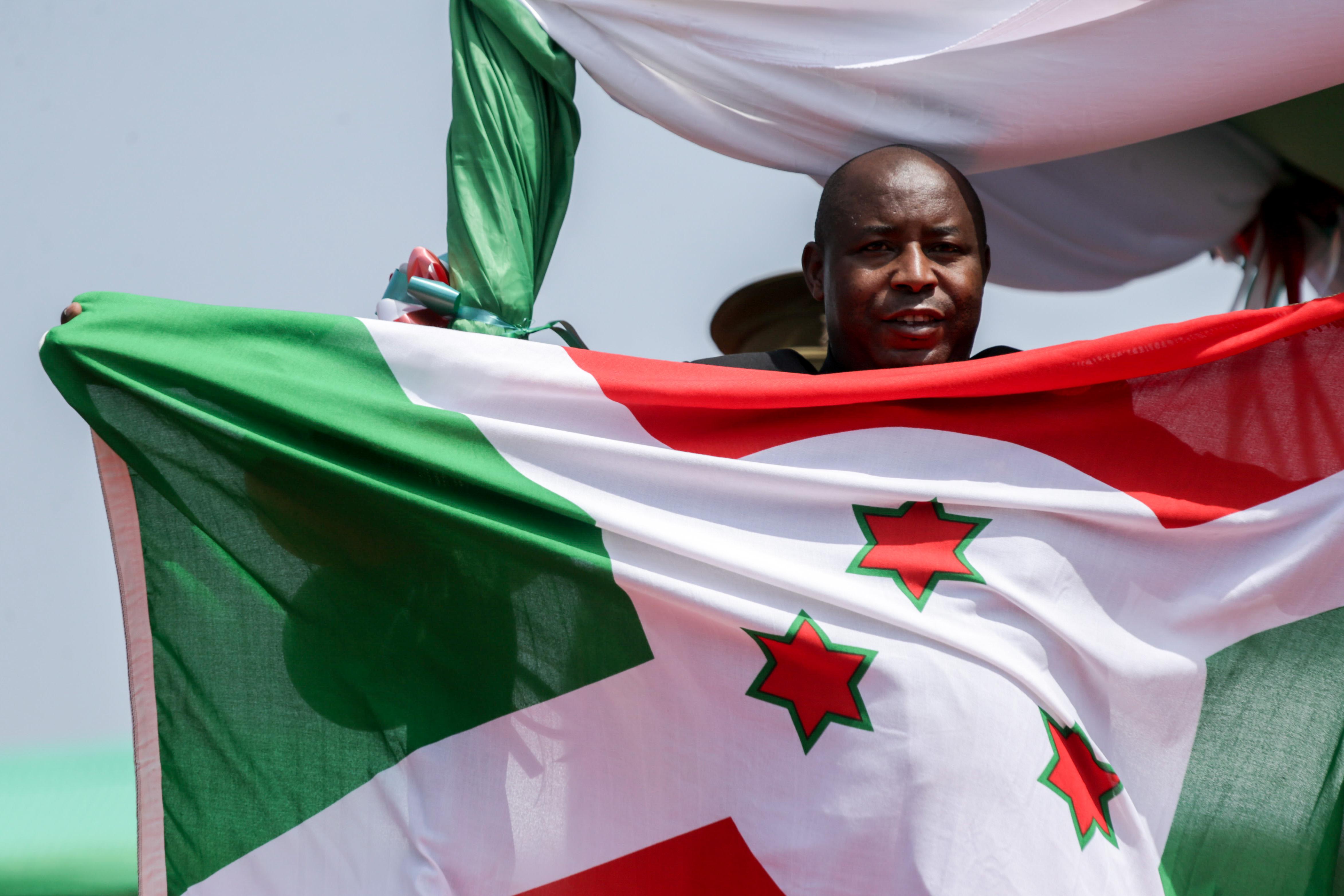 布隆迪新总统恩达伊施米耶宣誓就职