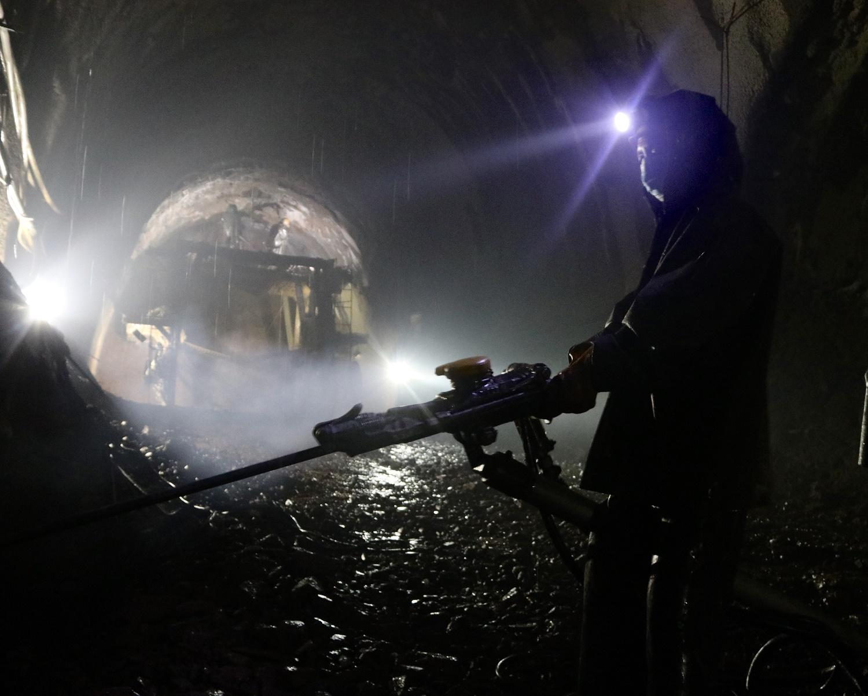 新华社照片,万象,2020年6月21日 这是2020年5月28日在老挝乌多姆赛省拍摄的中老铁路那科村隧道施工现场。 新华社发(中铁广州局供图)