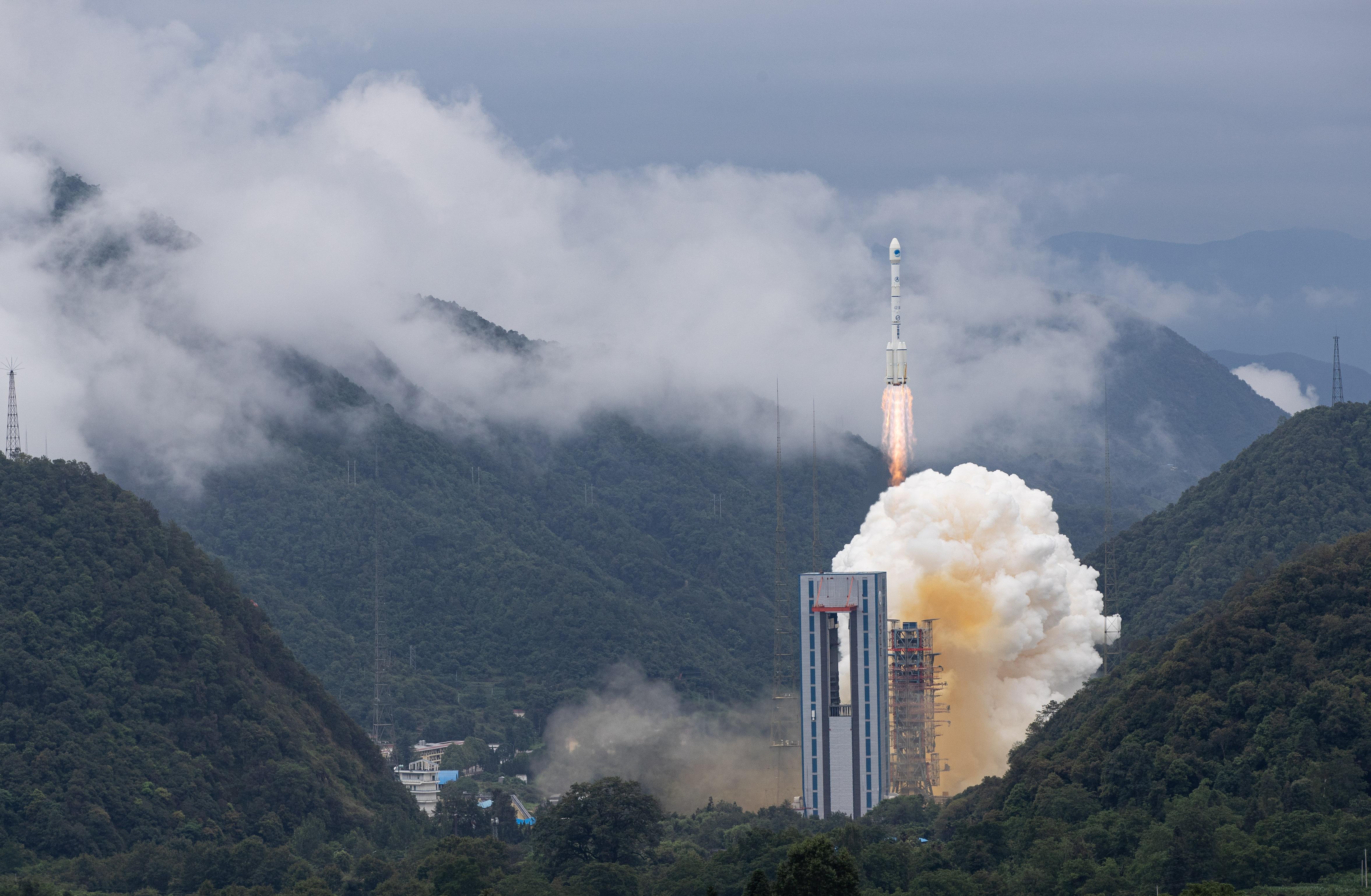 (新华全媒头条·图文互动)(5)中国北斗全球梦圆——写在北斗三号全球卫星导航系统全面建成之际.jpg