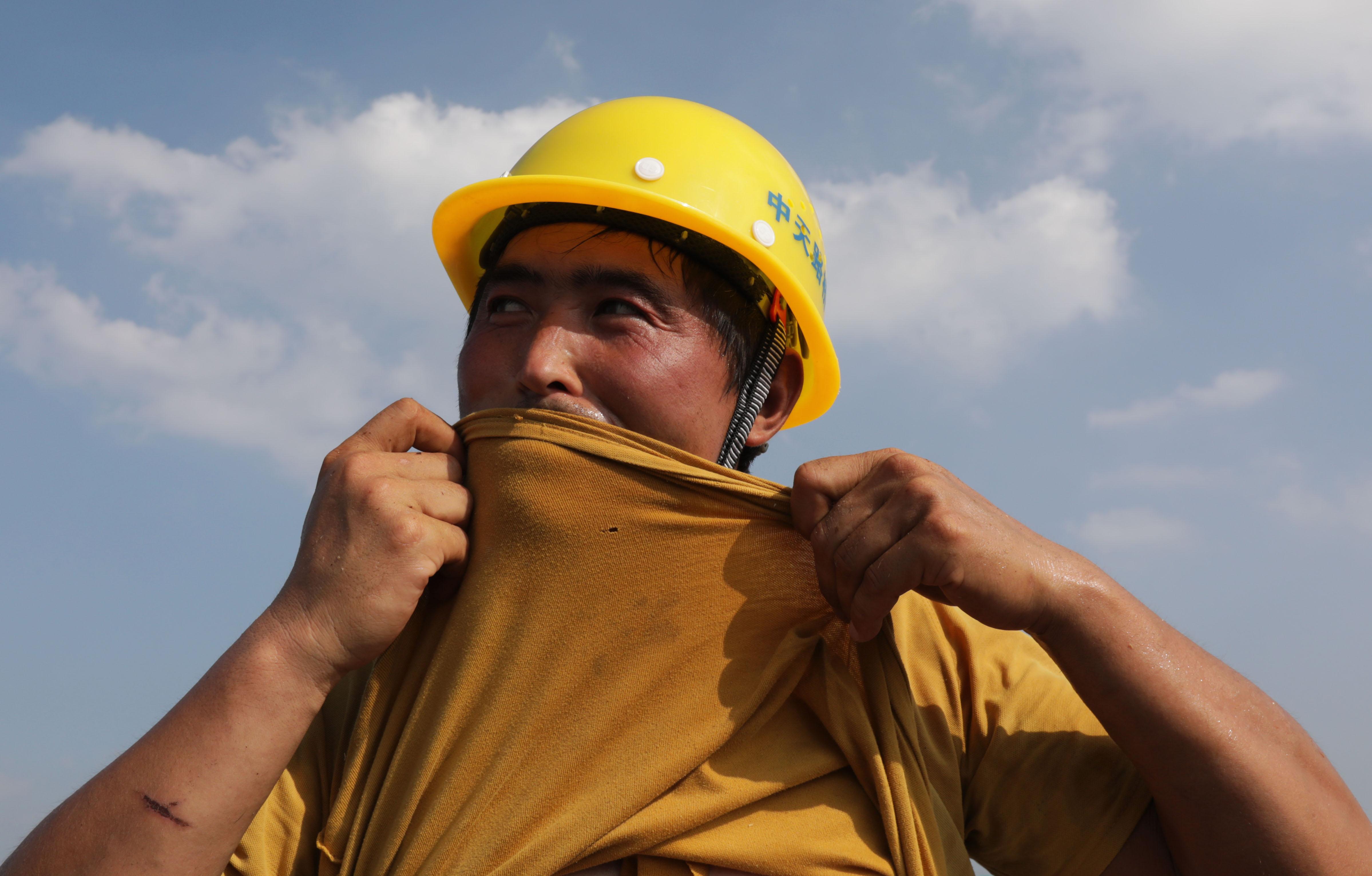 河南新密:国道改建工程施工忙