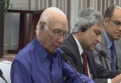 王毅会见巴基斯坦总理外事顾问阿齐兹