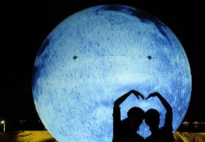 人造月亮迎中秋