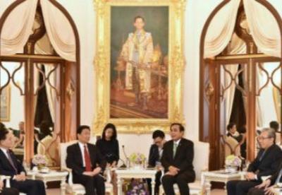 泰国总理巴育在曼谷会见李源潮