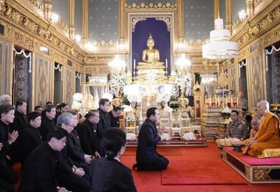 泰国政府官员拜谒泰国第20任僧王