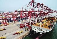 上海口岸贸易规模超越香港、新加坡
