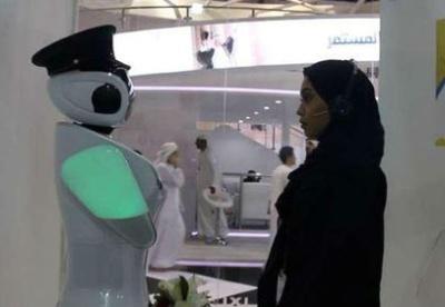 求应聘者心理阴影面积 迪拜警方用机器人招员工