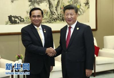 习近平会见泰国总理巴育