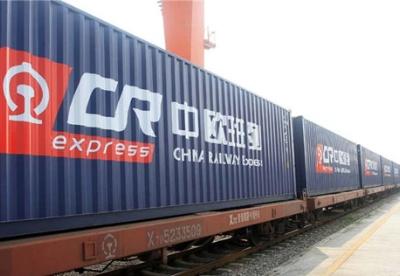 新疆去年通行国际班列2200列 近三分之一由乌鲁木齐集结中心开出