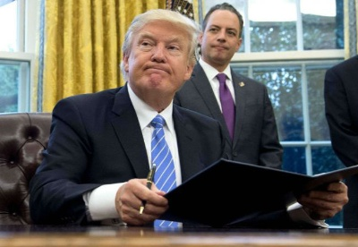 特朗普签署备忘录将对中国商品大规模征收关税