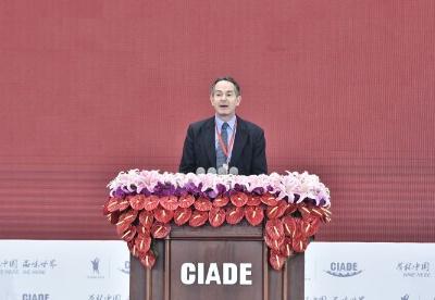法国驻华大使馆参赞白峰朔在2018中国国际酒业博览会上的致辞