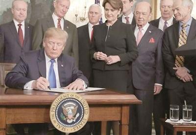 """美国贸易霸凌会造""""十种伤"""""""