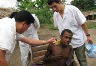 中非媒体盛赞医疗队义诊活动