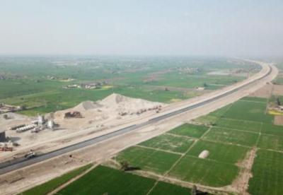中巴经济走廊高速公路部分路段提前通车
