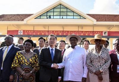 中企承建乌干达首条高速公路通车 全程采用中国规范和标准